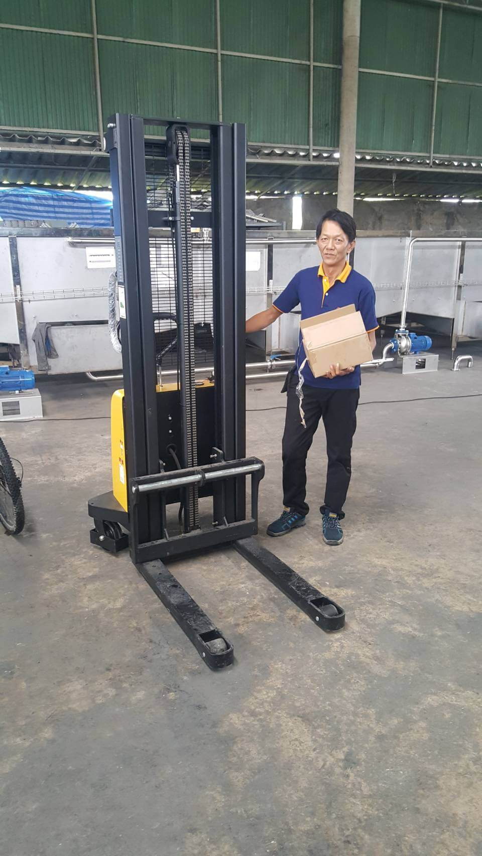 hand-electric-stacker